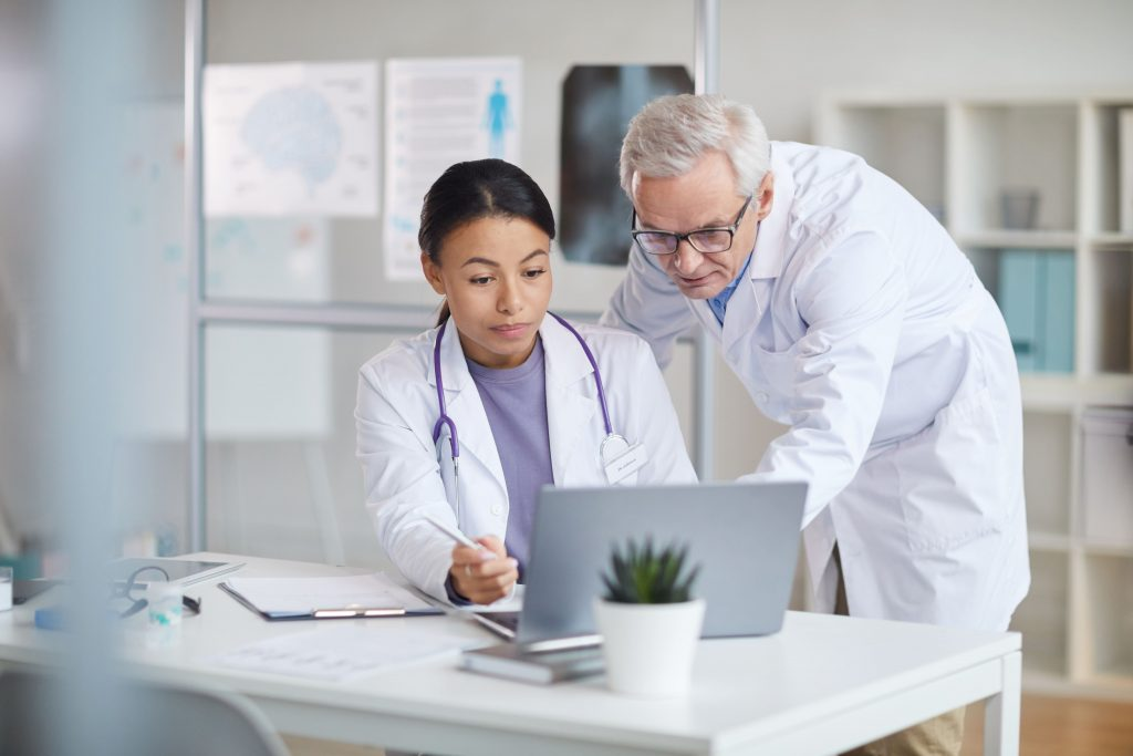 medicos-falando-sobre-reduzir-custos-e-otimizar-processos